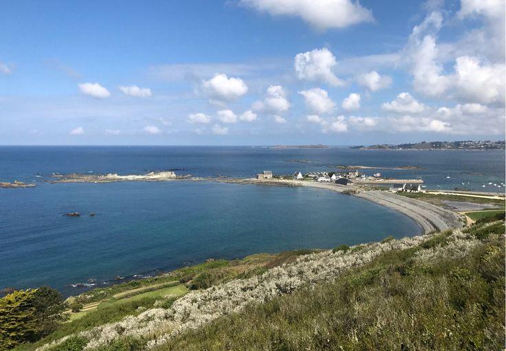 vue sur le port de locquemeau côtes d'armor Bretagne
