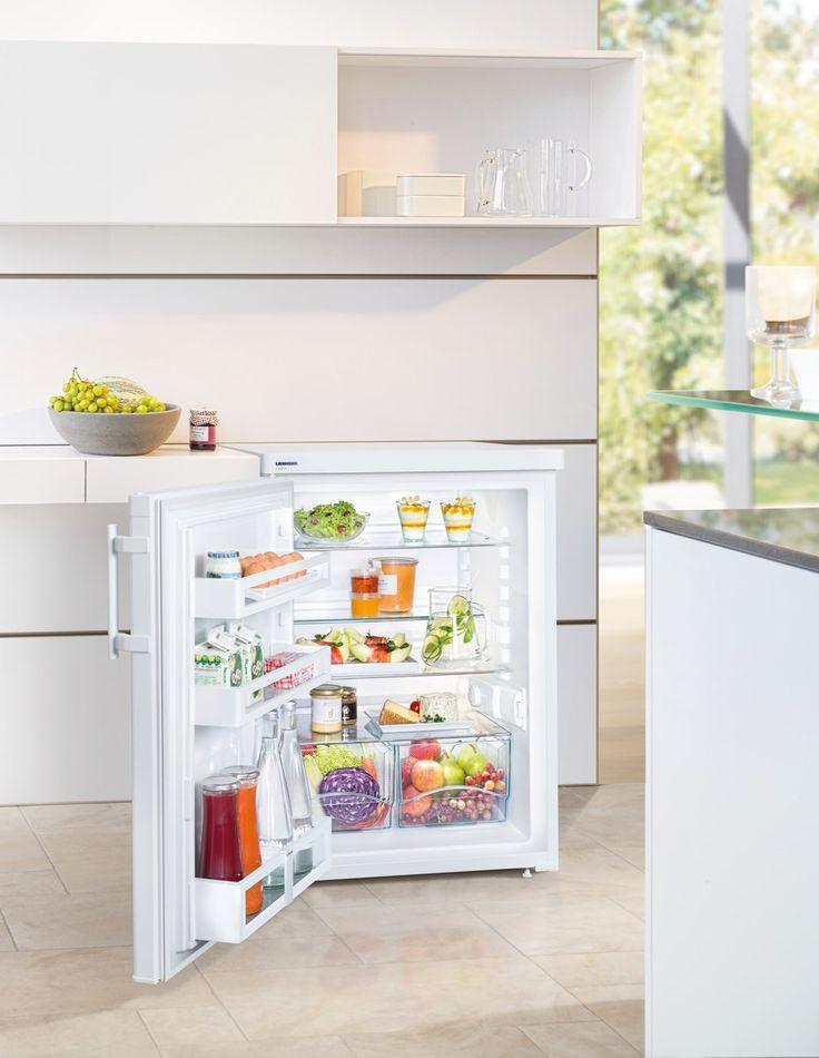 Recipiente de legume transparente oferă o mulțime de spațiu pentru depozitarea organizată a fructelor și legumelor. In plus, acestea sunt ușor de curățat. Aparatele sunt montate din fabrică cu balamalele usii pe dreapta. Balamale de usi reversibile permit utilizarea optimă a aparatului oriunde se afla.