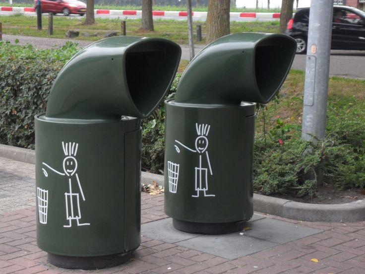 Rubbish bins at McDOnalds Goutum, august 2016.