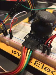 Hoy en el tutorial que dedicamos los domingos a Arduino gracias a la web de El Cajón de Arduino vamos a aprender a controlar dos servos mediante un Joystick. En este tutorial veremos el uso del Joystick para manejar dos servos usando un eje para un servo y otro eje...