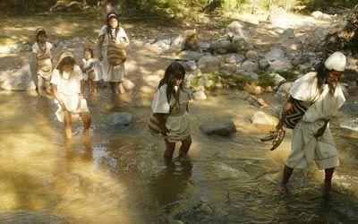 LOS ARHUACOS, Ika o Ijka, son un pueblo amerindio que habita la vertiente meridional de la Sierra Nevada de Santa Marta, Colombia. Son aprox...