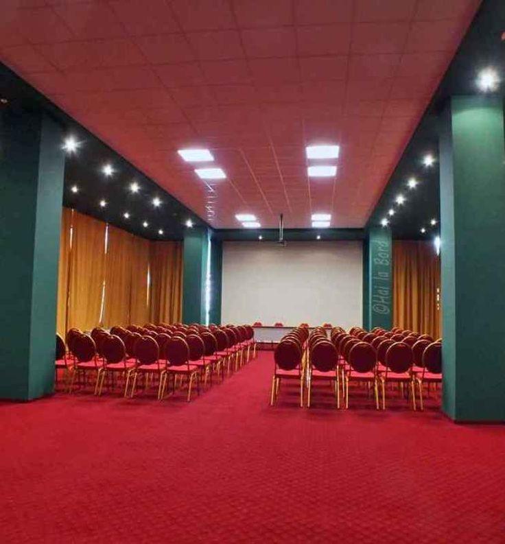Hotel Afrodita Baile Herculane, dispune de doua sali de conferinta cu o capacitate totala de 250 locuri, dotata cu sistem de sonorizare, aer conditiinat, internet wifi, flipchart, ecran de proiectie, salon pentru coffee break, conferinte, incalzire proprie, mobilier modular.