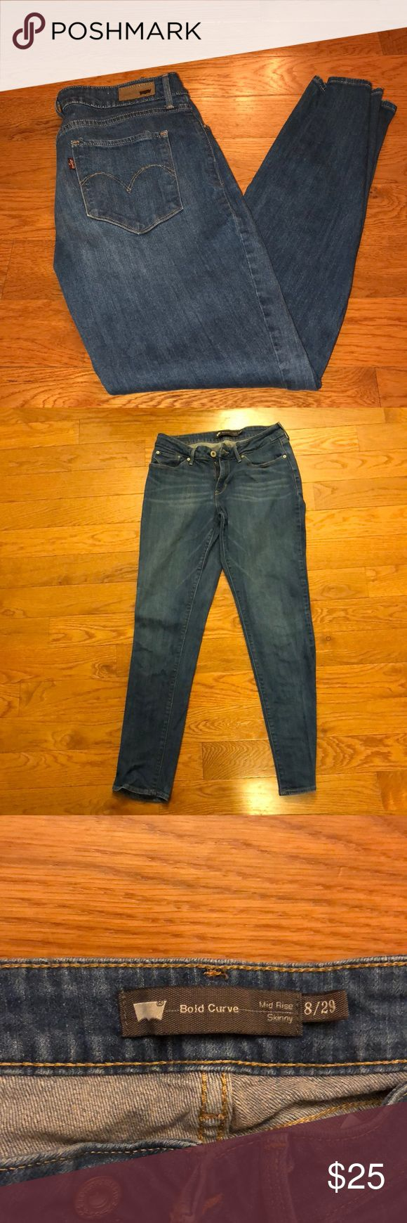 Levi Bold Curve Mid Rise Skinny Jean A medium dark wash Bold Curve mid Rise Skinny jean from Levi and lightly worn! A great fit for curves! Levi's Pants Skinny