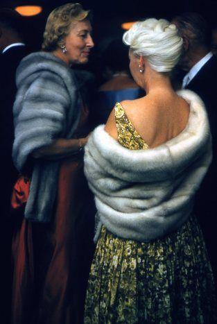 Atelier Robert Doisneau | Galeries virtuelles des photographies de Doisneau - Pays étrangers / USA ~ Foumures party Palm Springs 1960