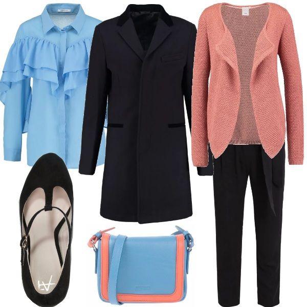 Per questo outfit: camicia azzurra con maxi rouches, cardigan rosa salmone, cappottino nero minimal, pantaloni 7/8 neri con fiocco a vita, scarpe nere con cinturino alla caviglia e tracollina bicolore.