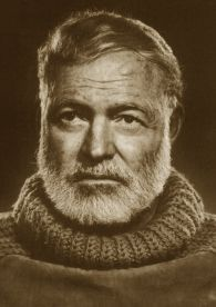 Nato il 21 luglio 1899 a Oak Park, Illinois, USA, Ernest Hemingway è lo scrittore simbolo del Novecento letterario, colui il quale ha saputo rompere con una certa tradizione stilistica riuscendo ad influenzare successivamente generazioni intere di scrittori.  Appassionato di caccia e pesca, istruito in tal senso dal padre, proprietario di una fattoria nei boschi del Michigan, fin da piccolo...