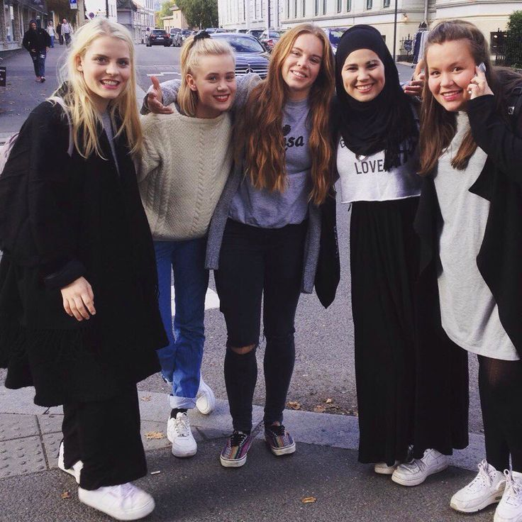 Skam girls squad