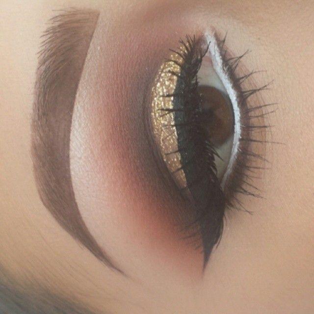 @makeupby_krystal #eyeshadow #glitter #eyeliner #brows #ShareIG