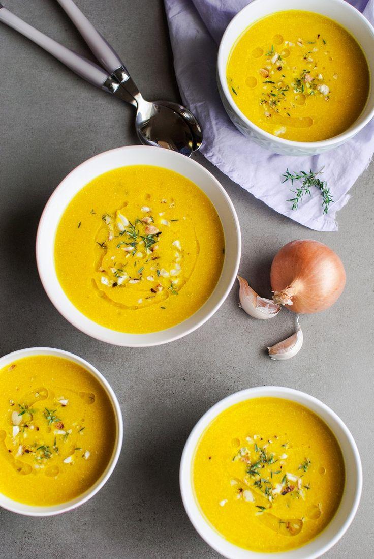 Zupa krem z młodej marchewki z tymiankiem i jabłkiem. Przepis na zupę krem z młodej marchewki. Zdrowe przepisy na zupy. Wegańskie przepisy.