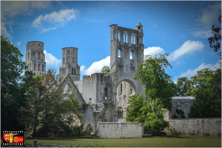 Abbaye de Jumièges, Seine-Maritime (76), Normandie ... Suite ... Fondée vers 654 par saint Philibert...