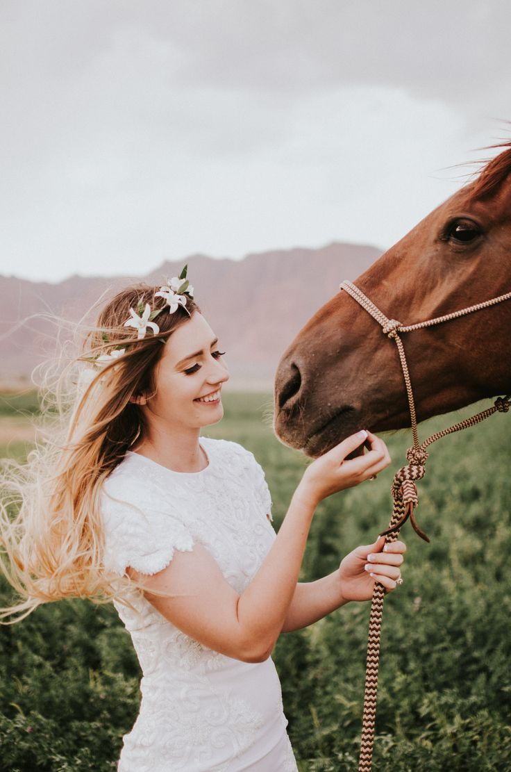 Elopement and intimate wedding inspiration in the red rocks of Southern Utah with a horse. Photo by Simply Amor Photography