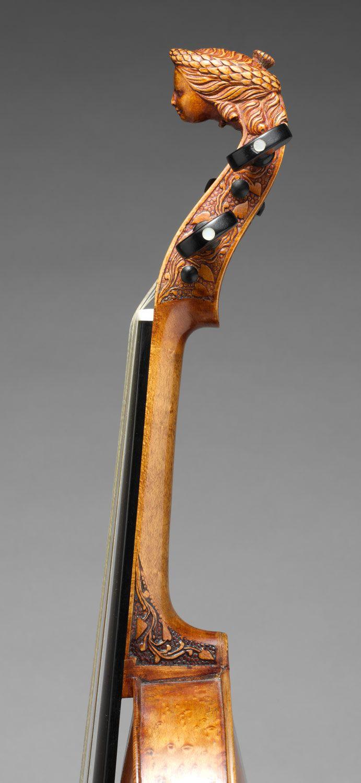 Unusual head-scroll violin (?) unlabeled pin