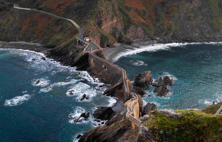 San Juan De Gaztelugatxe How To Find Game Of Thrones Dragonstone San Juan De Gaztelugatxe San Juan Beautiful Beaches