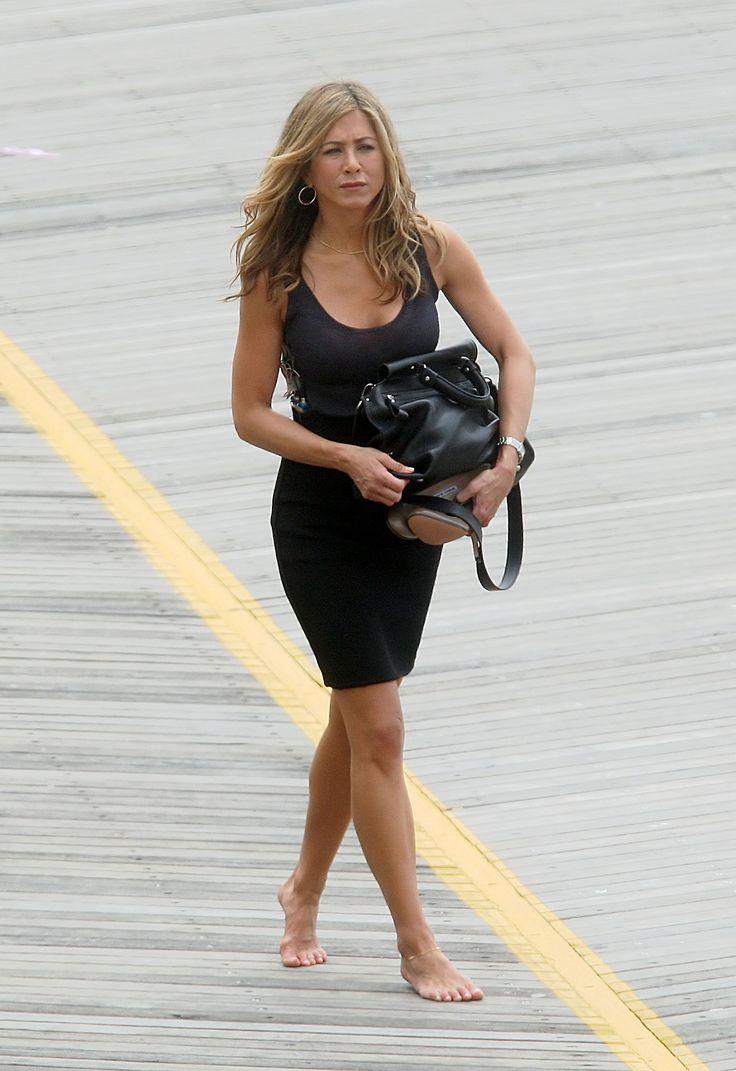 1125 best jennifer aniston images on pinterest beautiful women jennifer aniston style and - Jennifer aniston barefoot ...