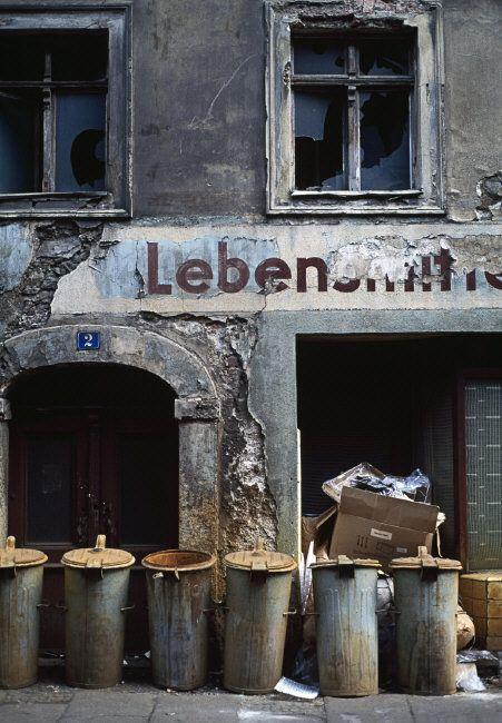 Magnum Photos — Thomas Hoepker — EAST GERMANY. 1990. A backyard in Goerlitz.