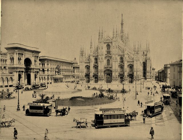 Piazza del Duomo con un bel carosello di tram a cavalli, ultimi anni dell'800   da Milàn l'era inscì