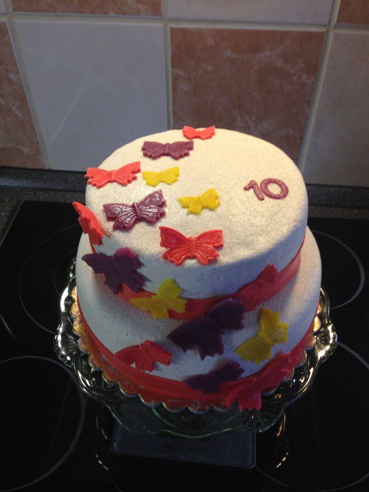 Dvoupatrový dort s motýlky
