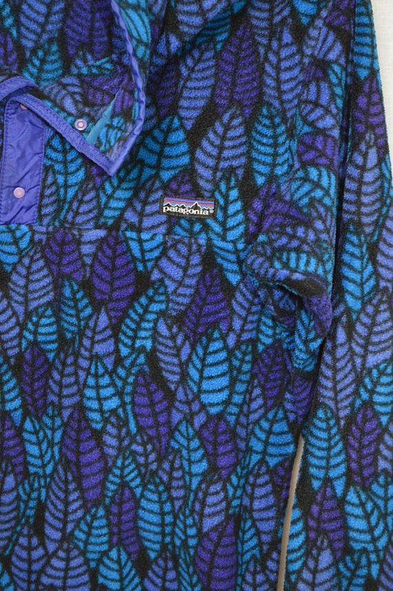 NEAT PATTERN! OLDER PATAGONIA FLEECE SNAP-T PULL-OVER. THIS IS THE LIGHTER WEIGHT TYPE FABRIC, NOT A HEAVY TYPE PILE LIKE SOME OLDER SNAP-T
