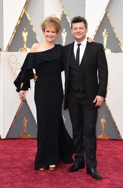 #oscarfashion Actor Andy Serkis (R) and Lorraine Ashbourne arrive on the red carpet for the 88th Oscars on February 28, 2016 in Hollywood, California. AFP PHOTO / VALERIE MACON / AFP / VALERIE MACON