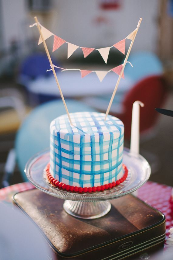 10 DIY CAKE TOPPERS