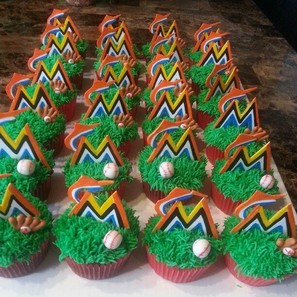 Miami Marlins baseball cupcakes. This will be perfect for my jaydens Little league team party this year!