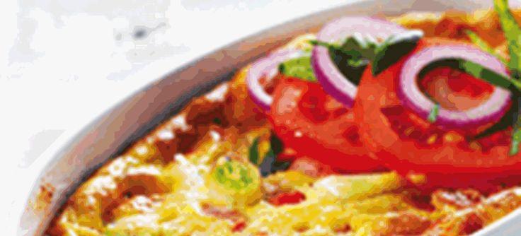 Æggekage i fad med skinke og feta