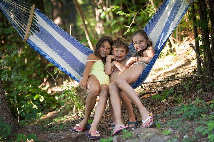 IL NOSTRO FAMILY HOTEL IN TRENTINO L'hotel Scoiattolo è il posto ideale per vivere una bella vacanza in famiglia. Troverai l'atmosfera calda tipica degli hotel di montagna, camere spaziose adatte anche alle famiglie più numerose, una stanza luminosa con il pavimento in legno piena di giochi per i bambini ed un centro benessere dove i genitori potranno recuperare le energie. http://www.jonas.it/vacanza_montagna_bimbi_1297.html