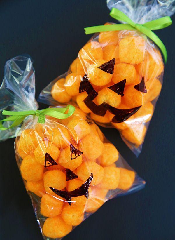 Pumpkin Treat Bag. Great idea for a classroom Halloween Party!