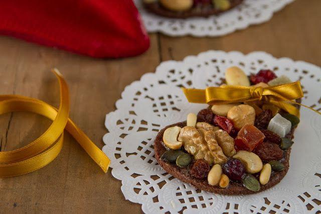 Le calzine dolci della befana (in versione frutta secca e semi) - Brodo di coccole #biscotti #befana #fruttasecca #brododicoccole