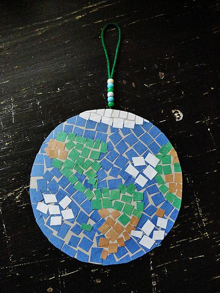 A Mosaic Earth for Earth Day - good tutorial for how to make a construction paper Earth.