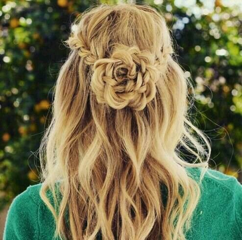 Love this braided flower crown! This would make the perfect prom hairstyle. Most likely going to wear it for Eid.