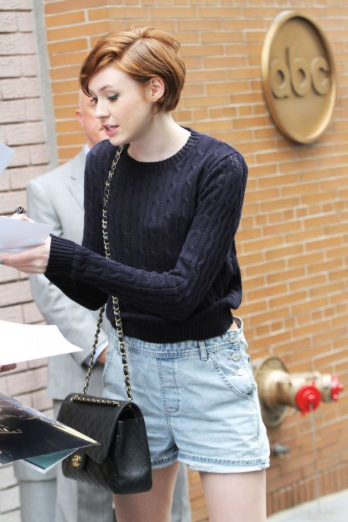 Karen Gillan arriving to appear on The View (9.29.2014)