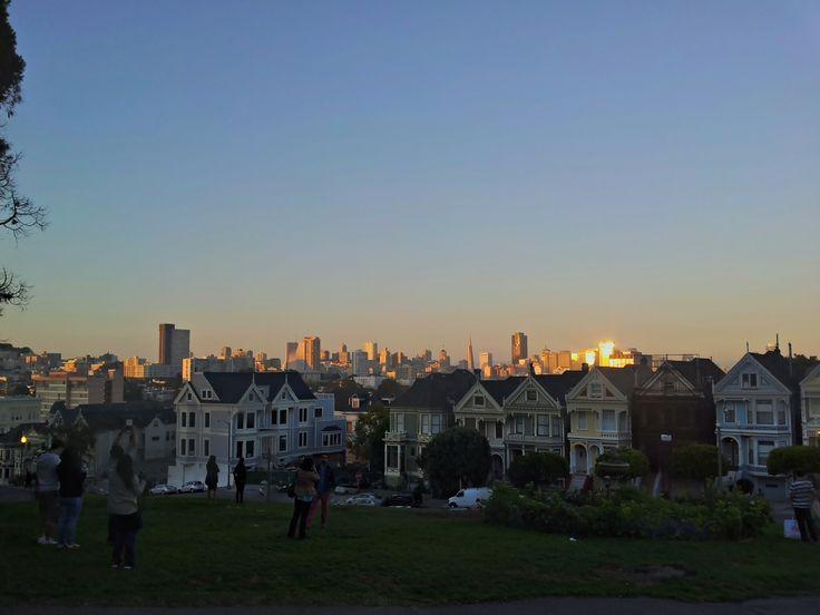 Není to můj styl, ale přidám i jednu typickou pro SF. Dorazil jsem akorát při západu slunce, takže jsem se spoustou lidí vychutnal golden hour a potom se volně přesunul na Ashbury/Haight užít vlahé letní hippie noci.