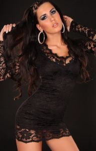 http://www.specialprezzi.com/department/33/Sexy-abbigliamento-ed-accessori.html#a_aid=annarellina&a_bid=8f992ce8 VENDO Elegante e sexy abito corto in tessuto elastico interamente rivestito in pizzo floreale. Maniche e schiena in pizzo trasparente. Colore nero. Materiale 100% poliestere. Un comfort eccezionale e una vestibilità perfetta. Comprensivo di perizoma in coordinato. Taglia unica S e M, veste da una taglia 40 alla 44.