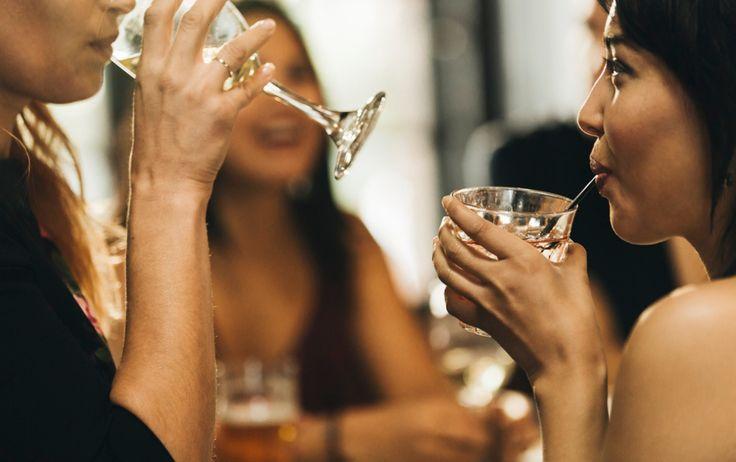 11 Low-Calorie Alcoholic Drinks Registered Dietitians Love