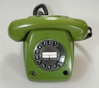 Telefon mit Wählscheibe in moosgrün