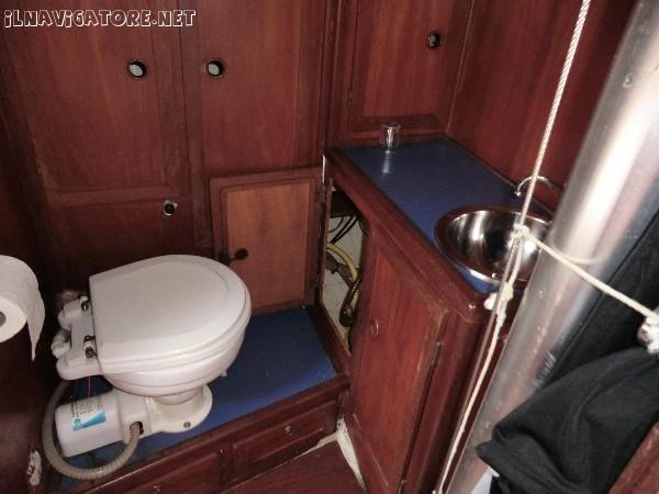 Barca a vela 9 metri - #barca a #vela 9 metri, anno 1987, motore Nanni #Diesel 2010 (21 cavalli), 6 posti letto. Dotata di #randa nuova, #avvolgifiocco, #salpancora, #pilota automatico, #Gps, #autoclave, #cucina basculante dotata di lavello e #frigorifero elettrico, #bagno separato con Wc elettrico, tendalino. - ilnavigatore.net #annunci #nautica