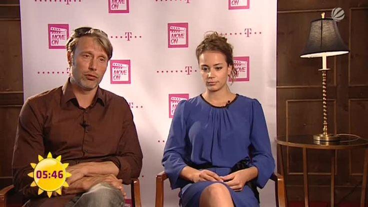 Interview: Mads Mikkelsen und Gabriela Marcinkova - Video ...