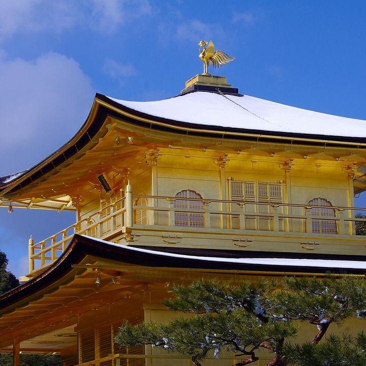 Золотой павильон Кинкакудзи зимним днем #Киото #Япония #японскийсад  #Золотой #павильон  #архитектура  #буддизм  #дворец  #Кинкакудзи  #зима #снег #Kinkakuji  #Kyoto  #winter  #snow #Japan