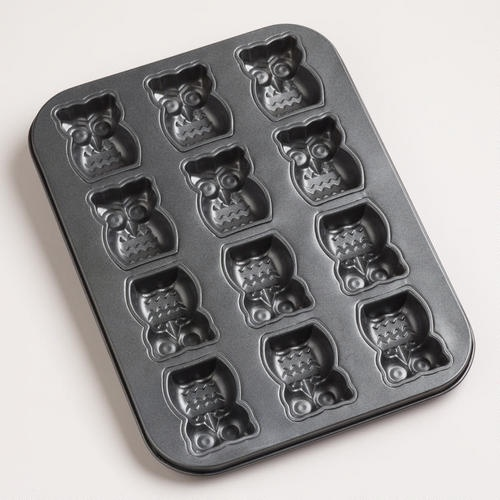How cute would little owl cakes or cookies be? Totally do-able with this nonstick Owlet cake pan