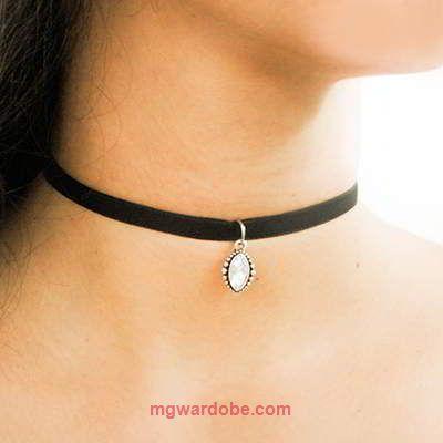 Order Here --> http://www.mgwardobe.com/Product/BajuAksesoris/Aksesoris-Wanita_2545b_338/Kalung/Choker-oval-diamond-simple--0248B6r.html#Kalung Fashion Choker Oval Diamond Simple RBEBCAKode : RBEBCAHarga : 16000 IDRBerat : 6 gBahan : velvetInstaGram : @mgaksesorisOrder Via Web Ada Potongan UpTo 10%Contact Customer Service 09:00 s/d 21:00 Senin s/d SabtuPengiriman Via JNE Dari #Jakarta #mgwardobe