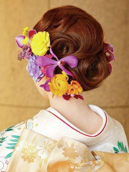 人生で一番注目される結婚式。純白のウェディングドレスも定番だけど、和装の式もじわじわと人気が上がっているんです。日本人に生まれたからには、やっぱり和装も着たい!と思う女性も多いのでは?そんな和装にぴったりの髪型を見つけて最高の一日を迎えましょう!