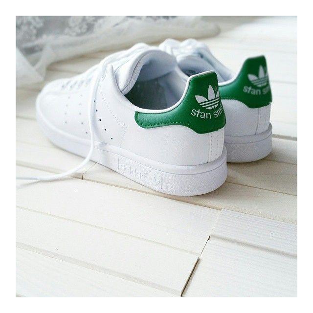 Non potevo esimermi.  W e l c o m e  b a b i e s  #stansmith #adidas  ____________________________ #dressingandtoppings #adidas #sneakers #bonjour #fashionable #fashiongram #instapic #instagood #igaddict #instamoments #latergram #picoftheday #tbt #today #vscocam #instashoes #shoesporn #shoeselfie #shoesaddict #thatsdarling #cloud #cutout #scarpe  #zalandostyle #zalando