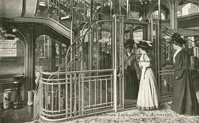 Galeries Lafayette - Ascenseur.