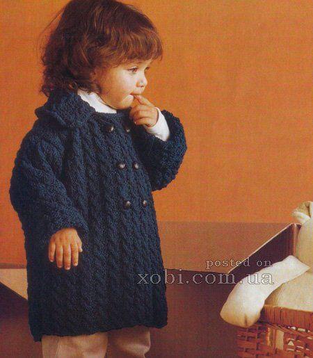 детское вязаное пальто с косами