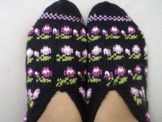 THE BEST gift I received in Turkey was a pair of knitted/crocheted house socks like these........love them and wear them often :)