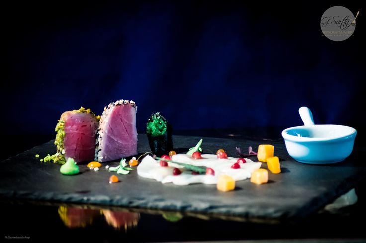"""""""Sashimi vom Thunfisch und Jakobsmuschel   Mango und Granatapfel"""". Chefkoch: Mario Saitta Ph: Das mechanische Auge #sashimi #asianstyle #foodporn #food #gsaittarestaurantandwinery #lovemyjob #wakame #dasmechanischeauge #foodfotografie #fotograf #düsseldorf #pempelfort #mariosaitta #gasparesaitta #restaurant #gourmet #creativefood #Foodlovers #masterchef #shooting #macrofotografie #italianstyle #italiansdoitbetter #italienischekuche #fastandfurious"""