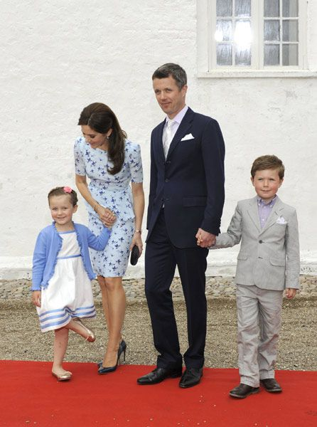 Birthday Princess Mary's most touching maternal moments - Photo 11