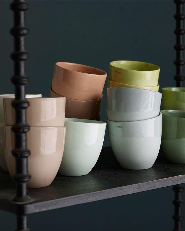 Krum kopp i gjennomfarget porselen