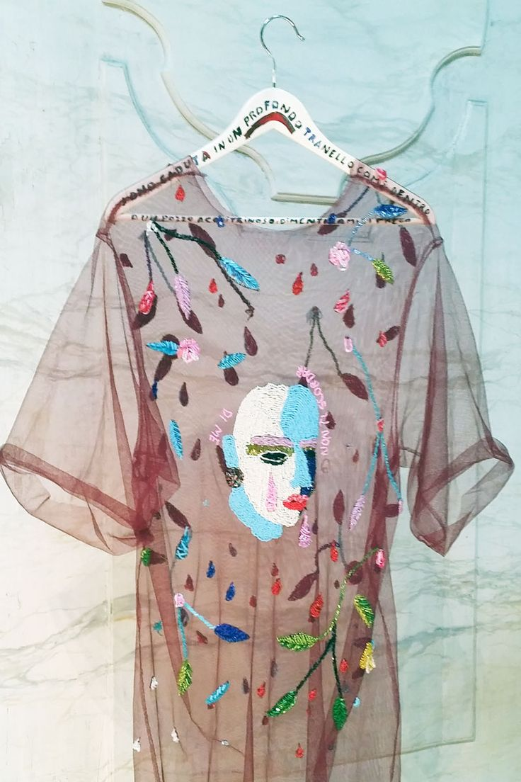 LEARN EMBROIDERY - use pink sheer cloth - design structure crop top, sew illustartion Par Virginia Burlina, 2014